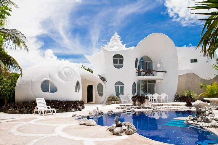 Haus in Isla Mujeres, Mexiko. The world famous Seashell house is a gated property .... owners/architects live next door. You will have a private pool, two king beds kitchenette and BBQ . Free wifi, air conditioning. I am proud to be able to enable your stay .  My dear friends ...