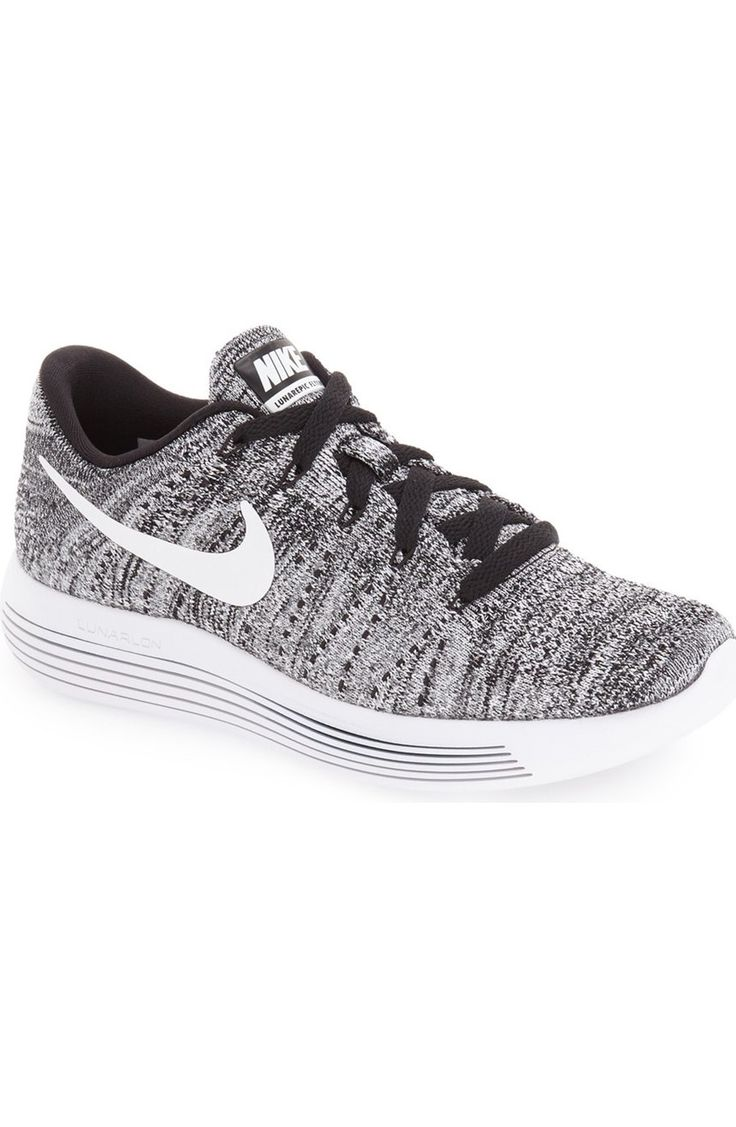 A precise, sock-like fit perfects the high-tech design of this breathable running shoe from Nike.
