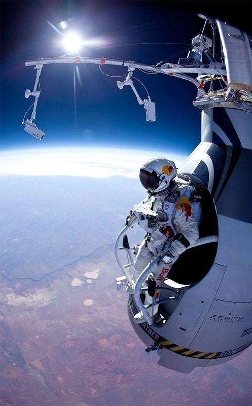 音速で落下「ほぼ宇宙」の12万フィートからスカイダイビング、40年ぶりに世界記録を更新する Felix Baumgartner | DDN JAPAN