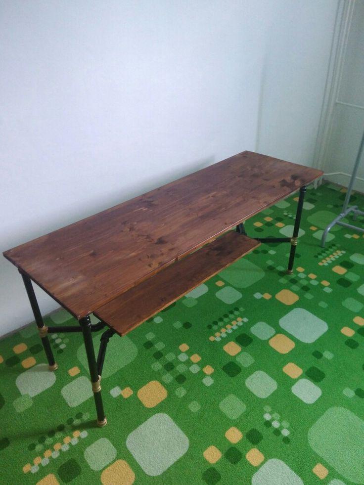Designový konferenční stolek. Cca 4000,- Kč