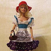 Купить или заказать Арбузик для Барби в интернет-магазине на Ярмарке Мастеров. Платье для Барби 'Летняя фантазия' связано крючком и оформлено нежным кружевом. Застежка на кнопках, в комплект входит ободок, розовое ожерелье на шею и сумочка. (сама кукла не продается) Платье выполнено из качественных ниток, они не скатываются и ворсинки не торчат. Платье подходит всем куклам типа Барби. Платье плотно застегивается на кнопки и легко снимается. Подходит для регулярной игры.
