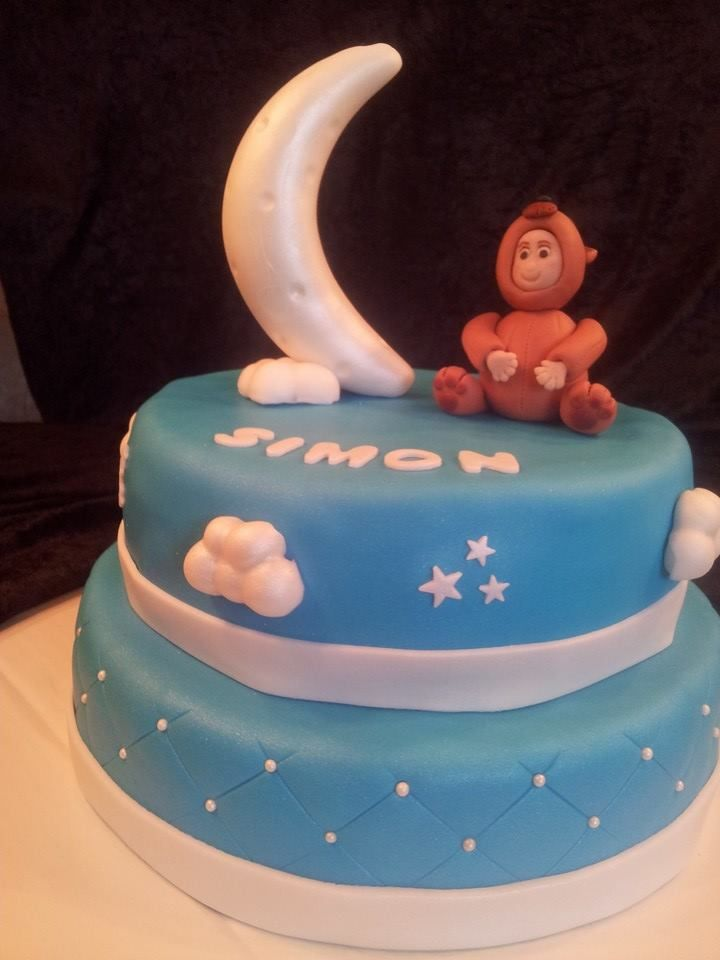 Cake for Simons christening; Baby in bear suit and the sky/moon