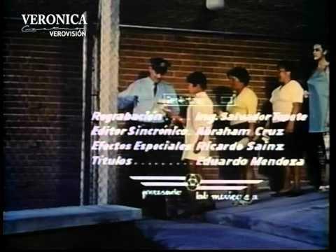Esta película fue una coproducción México-Guatemala que fue protagonizada por Julio Alemán y Flor Procura. Verónica interpreto a la amiga de la protagonista: una mujer de clase media humilde que, empleada en un restaurante como mesera, se enamora de un hombre adinerado que se regenera del alcoholismo. #VeronicaCastro #Vrocastroficial #MiMesera #Verovision
