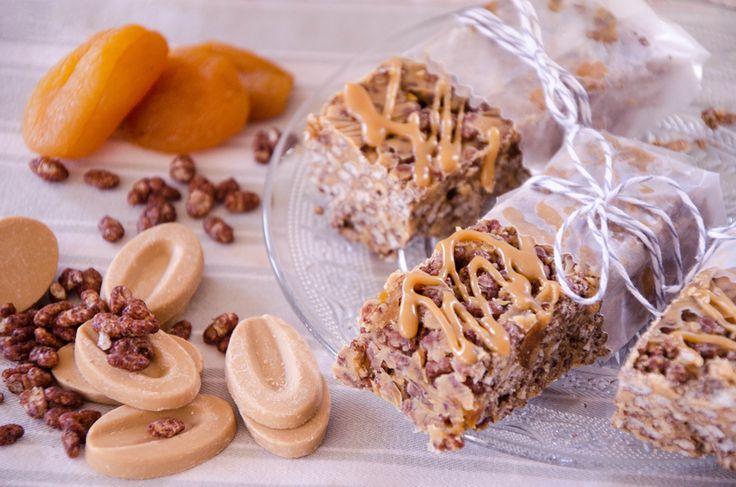 Barres riz soufflé sans gluten, dulcey et abricots moelleux : gourmandes et croustillantes, ces barres de céréales maison feront le délice du goûter !