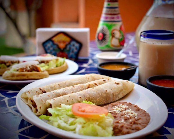 Savor the tradition at Cenaduria Selecta in #Mexicali. 🌮🌯Garnachas, guisados and much more await on your next #Baja adventure! #DiscoverBaja #EnjoyBaja#MexicanFood #Food #Enjoy #EnjoyBaja