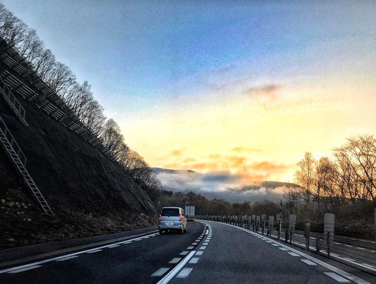 #travel #japan #hokkaido #otaru #mountains #road #roadtrip #sky #sun #clouds #sunset http://tipsrazzi.com/ipost/1508443378571673683/?code=BTvEUK_jgBT