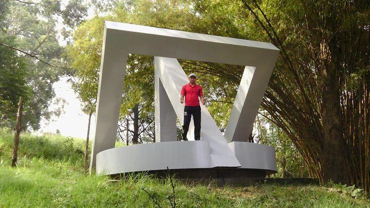 """""""Interseccion regular"""", obra de Ronny Vayda.  Altos de San Michel Caldas - Antioquia - Colombia"""