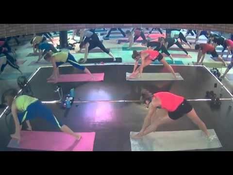 ▶ Bounce Aerobics PiYo Class - YouTube Don't understand club lights but fun and an hour long workout