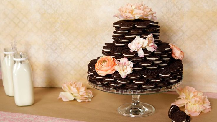 A Wedding Cake Made Entirely of Oreos: Oreos have never looked as good as this .