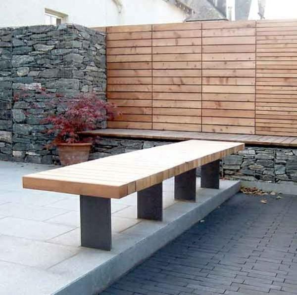 steinmauer holz elemente garten design sitzbank beton boden