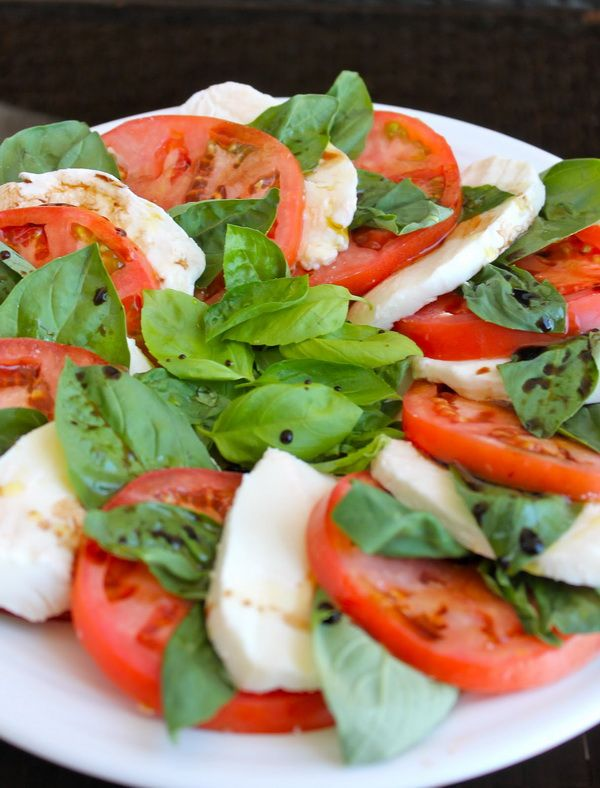 Caprese Salad The classical old good recipe for making a good Caprese ...