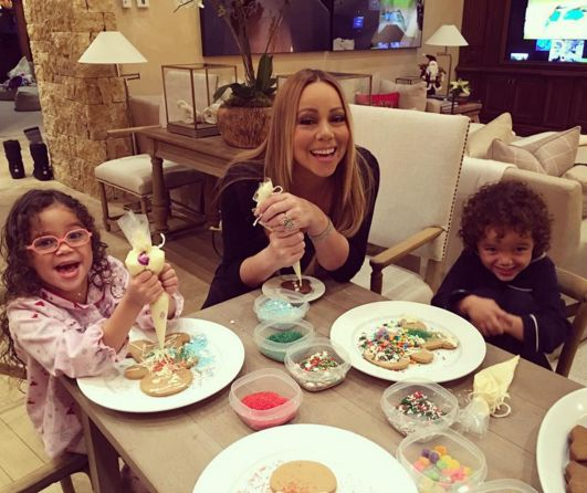 Mariah Carey and her 4 year old twins Moraccan and Monroe (December 20, 2015)