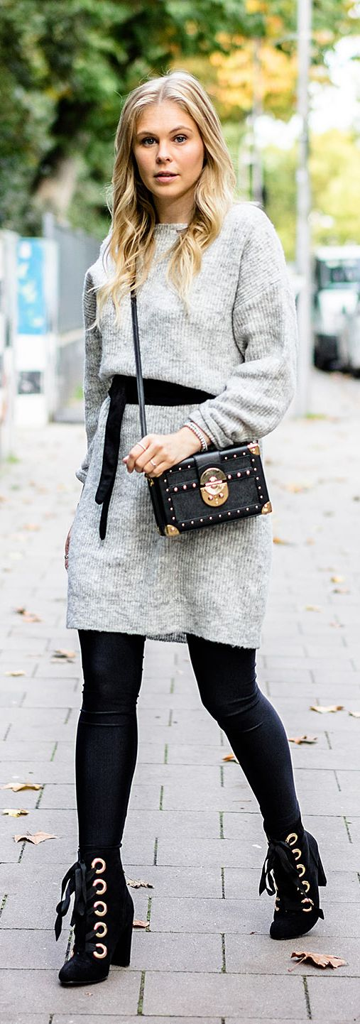 Strickkleid, Kleid, Strick, Herbst, Gürtel, Outfit, Streetstyle, Look, Fashion, Frauen, Girls, Blogger, Blog, Düsseldorf, Boots, Schnürboots, grau, Leggings, Schwarz, Blond, Blonde, Bag, Tasche, Mango, Kofferbag, Designer, Trend, It-Piece, Must-Have, Germany, Sunnyinga, Fall, Autumn, 2017