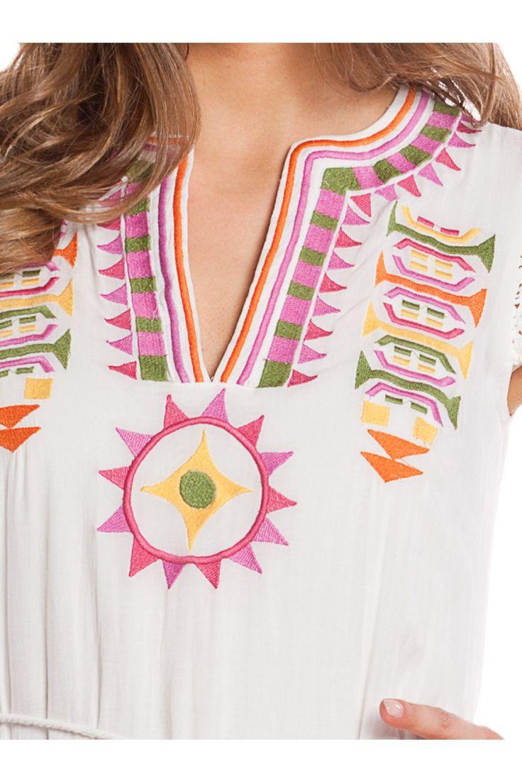 Vestido con bordados étnicos. - MUJER   Rosalita McGee #whiteforsummer #whitestyle #whitedress #vestidoblanco #vestidosinmanga #blancototal #rosalitamcgee #ethnicembroidery #bordadoetnico #vestidopuntillas