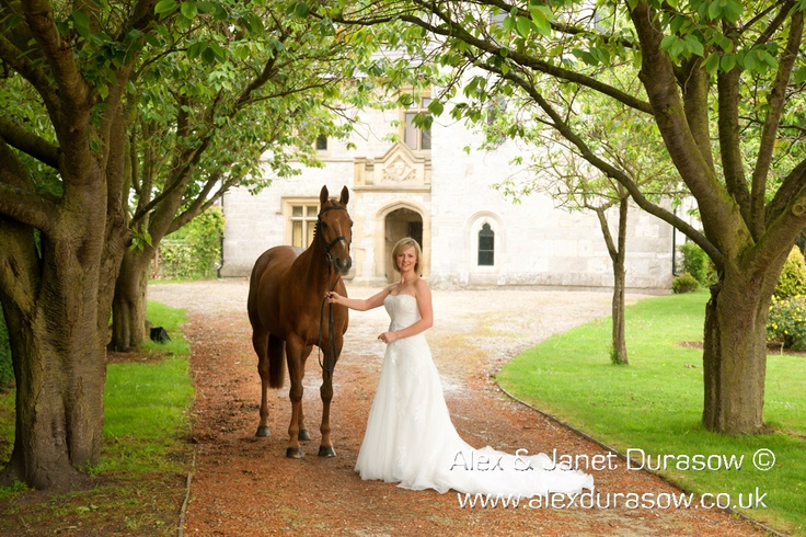 If I had a horse this would be a must have picture on my wedding day. Me and my horse.