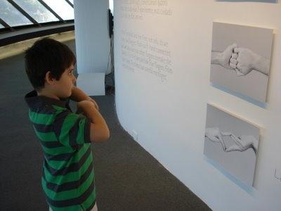"""Encantamento na mostra """"Porta das Mãos"""", de Michel Groisman e Sung Pyo Hong, por Isabela Dantas (2008)"""