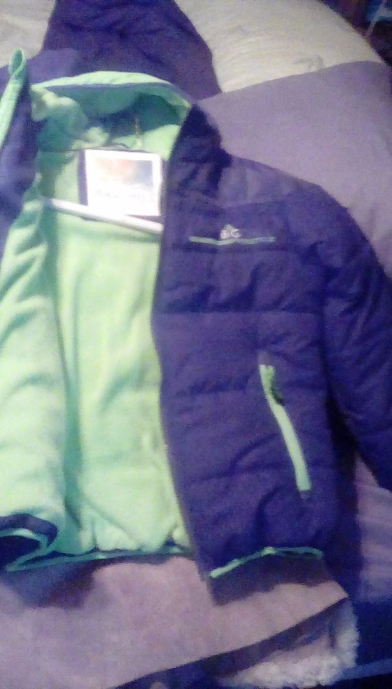 AWSOME BOYS COAT GREAT COLORS, STYLE, PRICE AND WARM  ZIP POCKETS FROM BIG CHILL