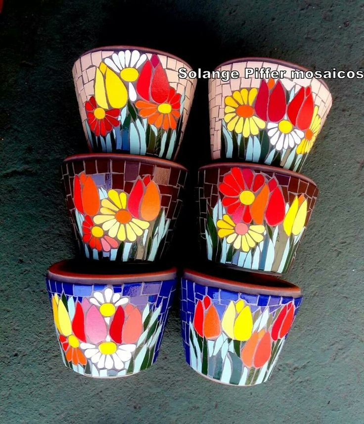 Mosaic flower pots.                                                                                                                                                     Más
