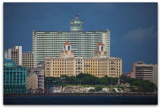El Malecón, vista desde el Morro con el Hotel Nacional