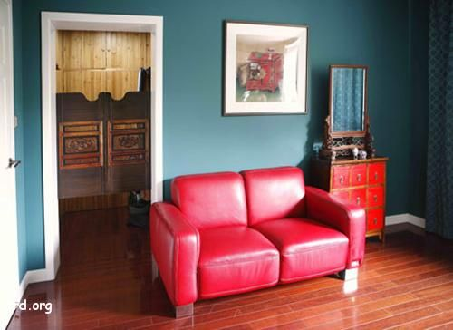 Google Image Result for http://8rd.org/decoration/wp-content/uploads/2009/08/red-leather-sofa-and-furniture-blue-walls.jpg