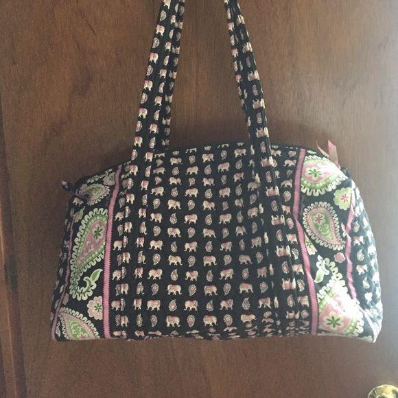 Vera Bradley duffel bag! Small duffel, perfect for an overnight trip! Vera Bradley Bags Travel Bags