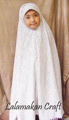 Model mukena yang saya buat ini bisa digunakan sebagai dasar membuat jilbab bergo makanya saya sebut mukena bergo, mudah sekali membuatnya, ...