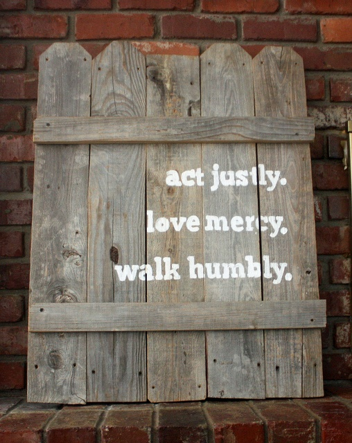 .Backyards Art, Micah 6 8, Quotes On Fence, Outdoor Signs, Walks Humble, Old Gates, Boards Art, Inspiration Quotes, Bible Verse