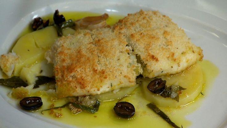 Linguado recheado com bacalhau é servido com batatas e azeitonas - Receitas - GNT com vídeo
