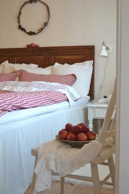 Idee Deco Salle De Bain A Faire Soi Meme : Chambre à coucher en blanc et rouge  White and red bedroom