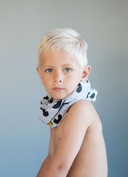 SELMA infinity scarf - Grey - Black Cheese Doodle print. Photo: Therese Fische