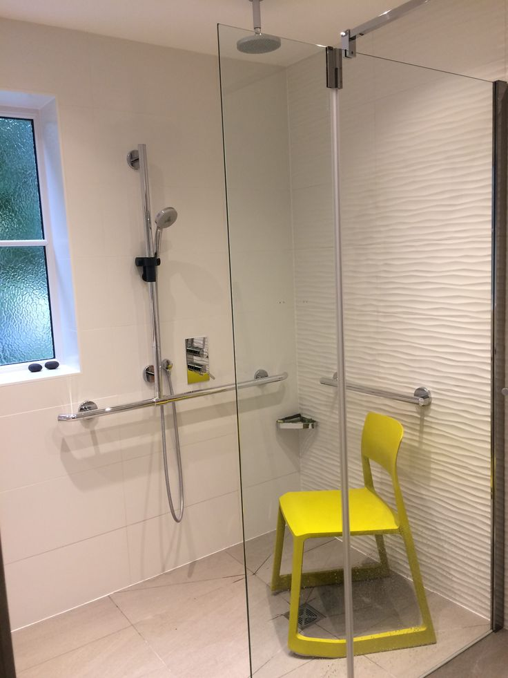 This contemporary shower enclosure features T-shaped shower riser rail with in-built support and a pivot panel shower screen to maximise space. The textured tile and pop of colour in the accessories are a great alterantive to plain bathrooms! 073.