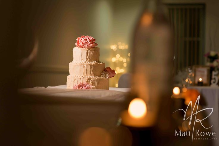 Buttercream finished cake with sugar flowers. photo by Matt Rowe photography. wedding cake. Twin waters golf club. cake by Sunny Girl Cakes