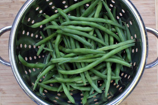 Dehydrated green beans are an easy-to-make, healthy snack that is low in calories, fat and sodium. Green beans also are a good source of fiber. You can take dehydrated green beans camping, pack in the car for long trips or use as a healthy alternative to potato chips. They make a great addition to soups, …