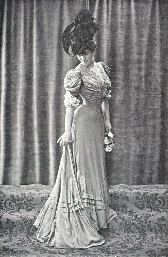 Robe de Ville par Buzenet, 1906.