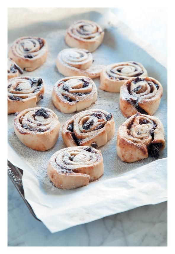 Living and Loving | Kiddie Friendly Roly Poly Fruit Mince Pies