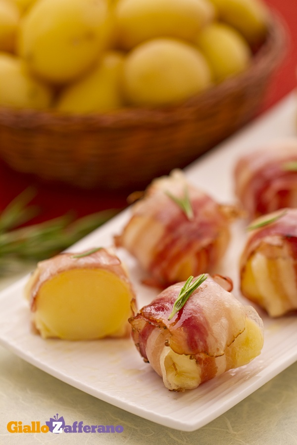 Bocconcini di patate e pancetta (bacon and cheese potato bites)