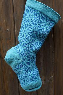 Etoile de Noel color work Christmas stocking knitting pattern