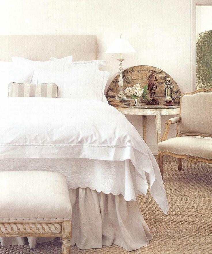 BOISERIE  C.: Camere da Letto - Bedroom: lo stile da una Biancheria da Sogno