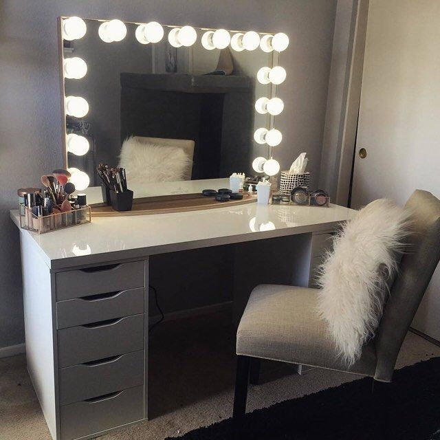Now this is what dreams are made of!!  Such a stunning vanity station from @votrejayy!  Featured: #ImpressionsVanityGlowXLPro in Champagne Gold  IKEA table top & Alex drawers