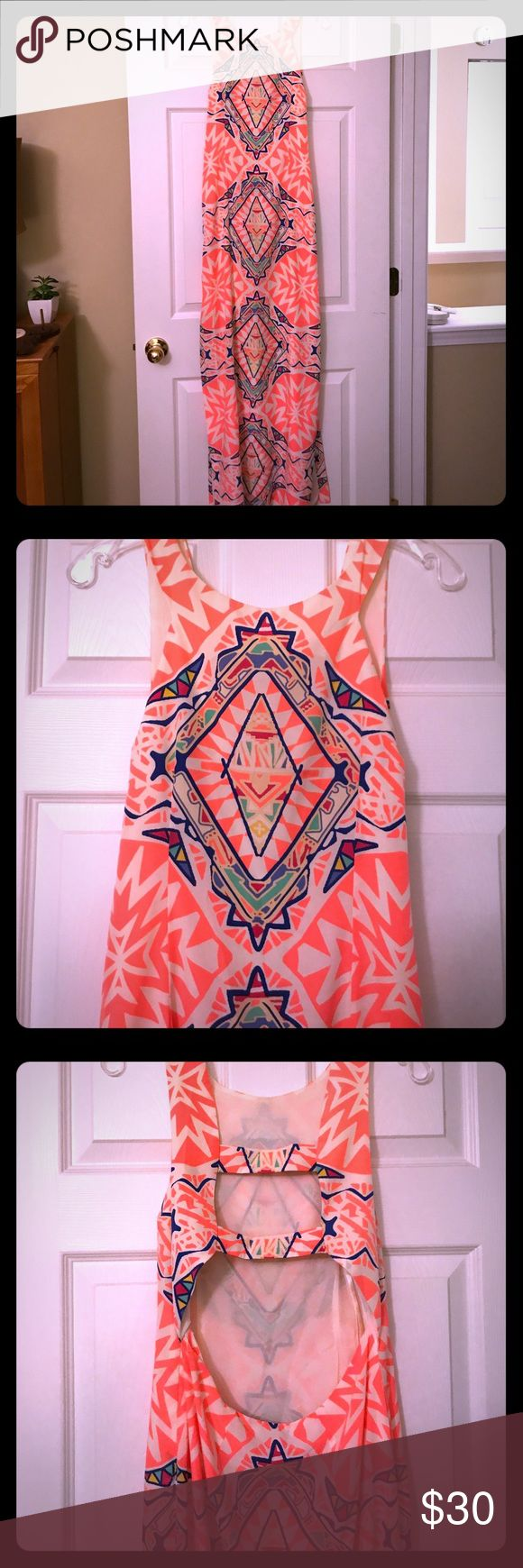 Gianni Bini Aztec Print Maxi Dress M -SEXY BACK I looooove this maxi! I bought this in New Orleans while traveling for work and wore it on the plane home to Nashville. I got TONS of compliments at the airport! Lucky for you 🍀 I have wayyy too much resort-wear and I am listing this basically new beauty at a killer price. Check out the open back of the dress!!!! Gianni Bini Dresses Maxi