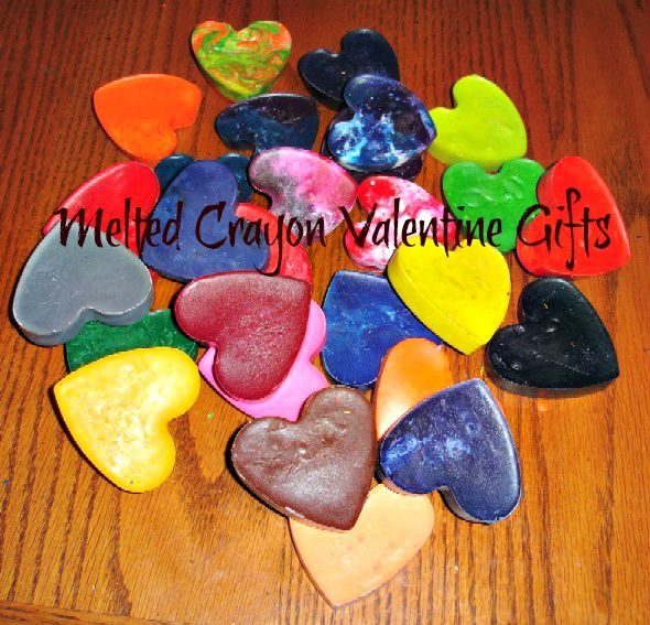 Melted Crayon Heart Valentine Gifts – printable tags included. Why didn't I think of that... oh well, maybe next year.