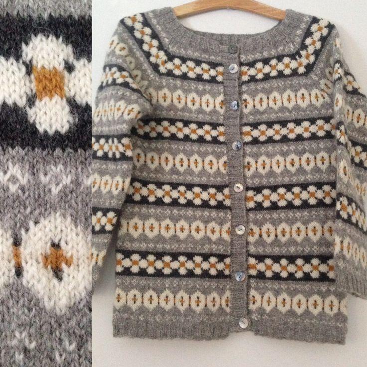 """""""Koselig kofte"""". Ett mønster jeg fant i arkivet til koftegruppa på Facebook. Kofta er strikket i Rauma finullgarn og gjort om fra isydde armer til raglanfelling."""