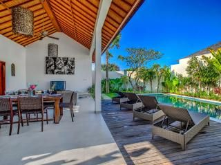 ECHO BEACH VILLA 4, 3 BR, Beach Villa Great Value!, Canggu