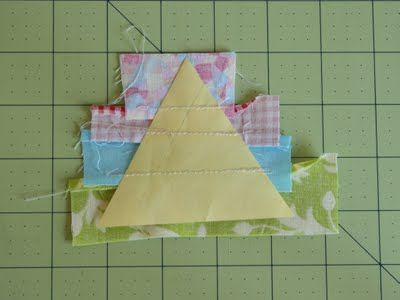 great tutorial to use all the scraps in a triangle quilt