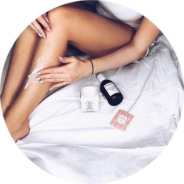 La routine beauté @lanaika de @anaisquadratus_off 💫  ➖ Le shampoing pour cheveux secs Sacha Juan  ➖ Le beurre Karité des îles de La Sultane de Saba  ➖ Les feuilles matifiantes pour le teint de la marque japonaise DHC