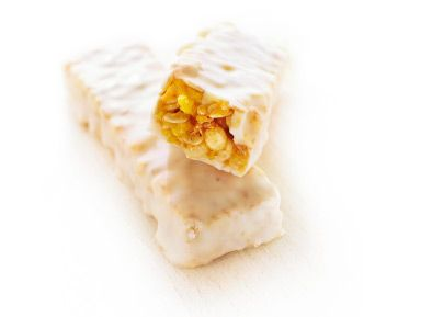 Tieto chutia fakt dobre. Mal som ich už zopár krát :)   http://www.tekmar.sk/sk/Produkty/Musli-tycinky-v-jogurte.html