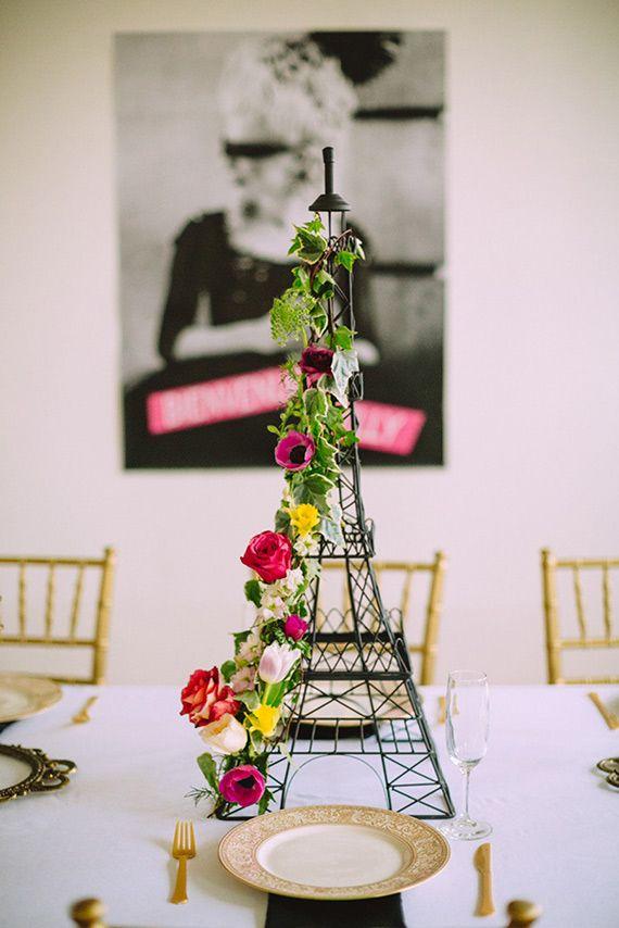 Centro de mesa de torre Eiffel de fiesta temática de Paris. #FiestaParis
