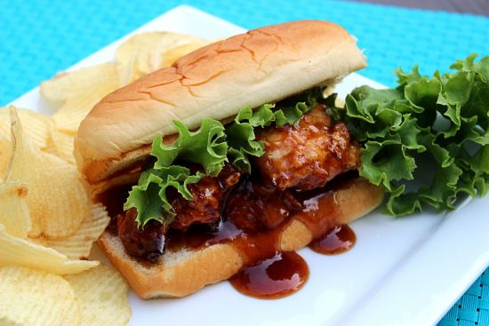 Big Bears Wife: Honey BBQ Chicken Sandwiches #kingshawaiian: Chicken Dinners, Chicken Sandwiches, Bbq Sauces, Recipes Sandwiches Chicken, Honey Bbq, Bbq Chicken, Sandwiches Kingshawaiian, Big Bears, Bears Wife