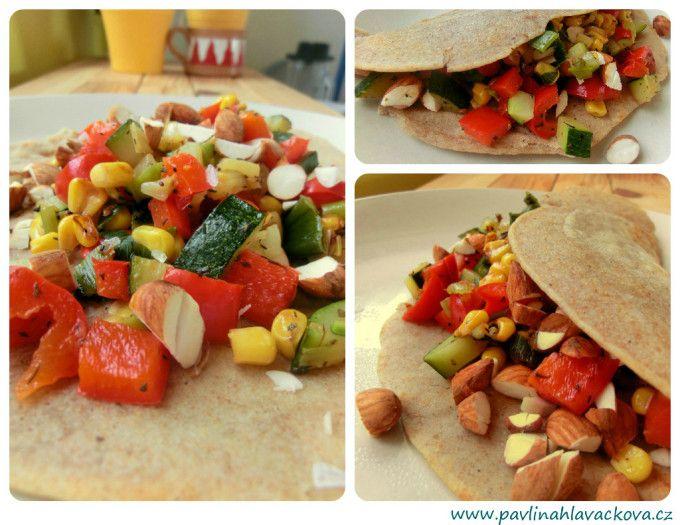 Pohankové palačinky s tříbarevnou zeleninovou směsí Buckwheat pancakes with tri-color vegetable mixture