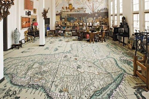 наполное покрытие в виде карты мира